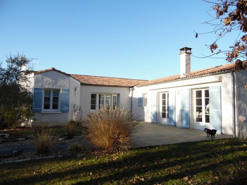 Sale house / villa Chaillevette 357 000€ - Picture 1