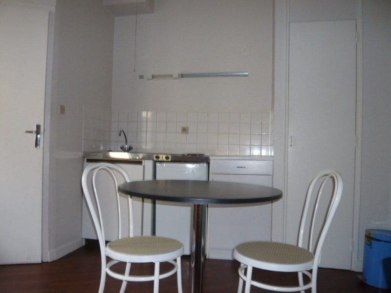 Rental apartment Laval 275€ CC - Picture 3