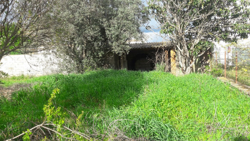 Sale site Aimargues 161000€ - Picture 1