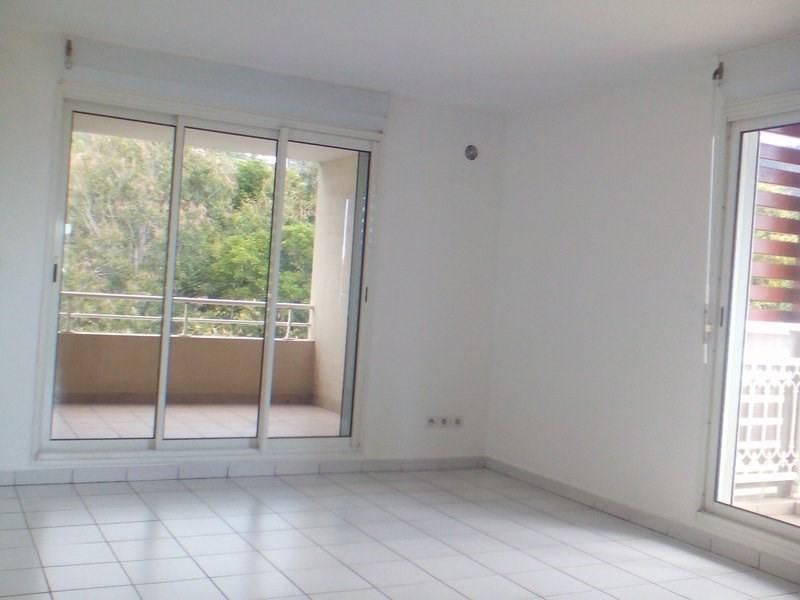 Location appartement St denis 782€ CC - Photo 1