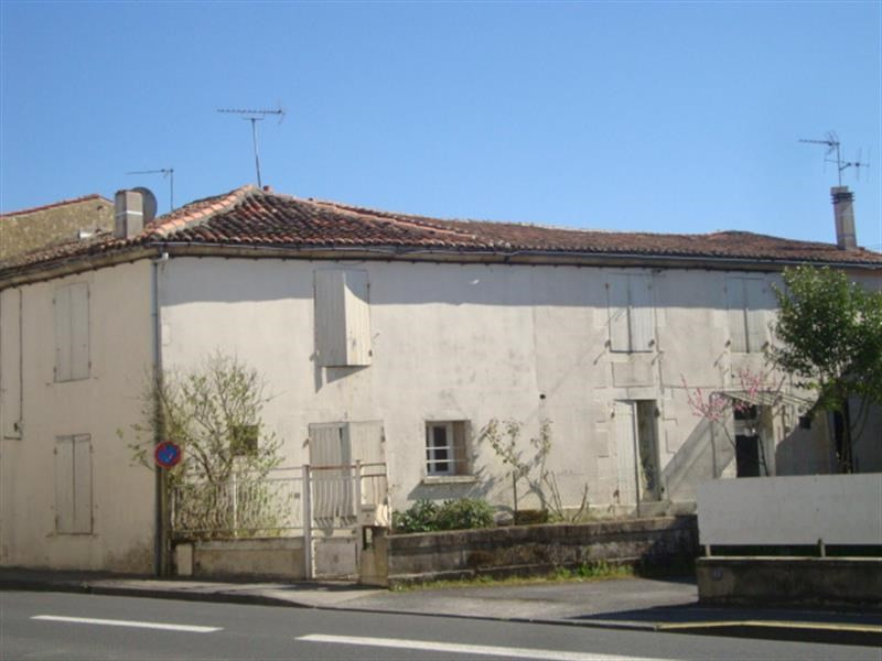 Sale house / villa Saint-jean-d'angély 59100€ - Picture 2