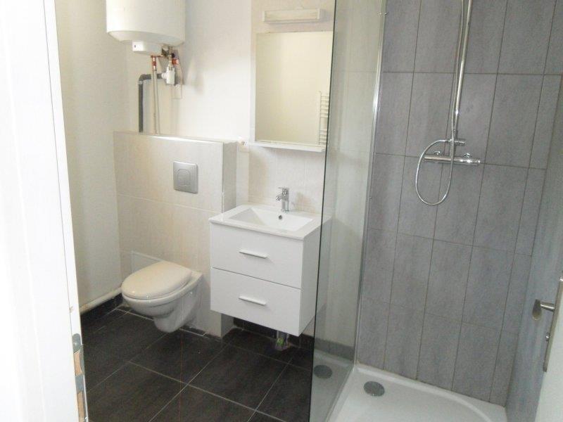 Rental apartment Saint andre les vergers 450€ CC - Picture 2
