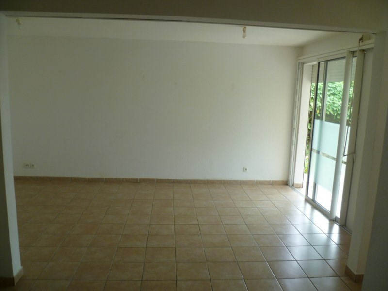 Location maison / villa Gourbeyre 951€ CC - Photo 7