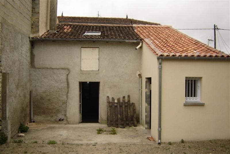 Sale house / villa St jean d angely 45 000€ - Picture 1
