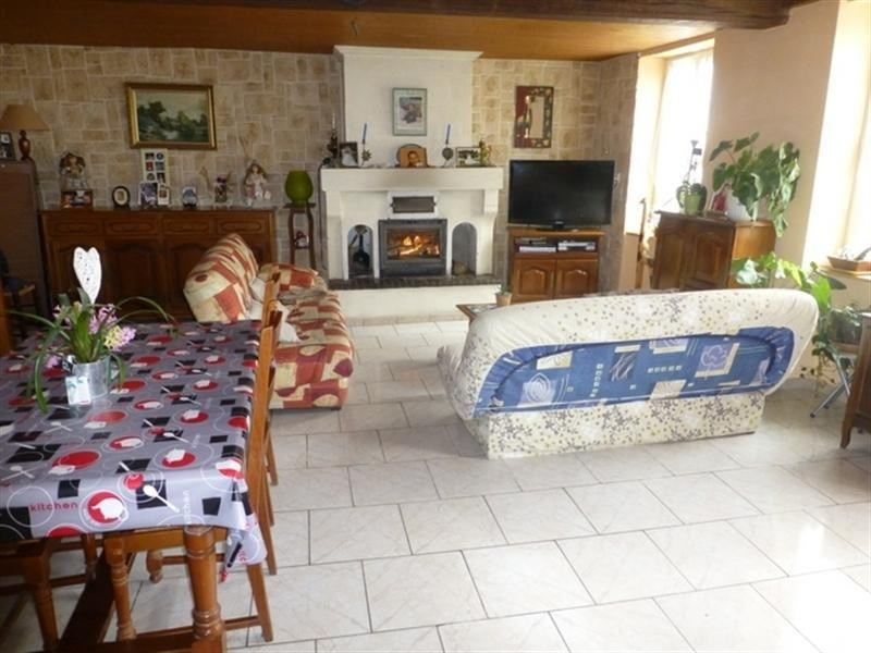 Sale house / villa St jean d angely 141 112€ - Picture 3