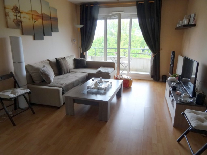 Location appartement Élancourt 800€ CC - Photo 2