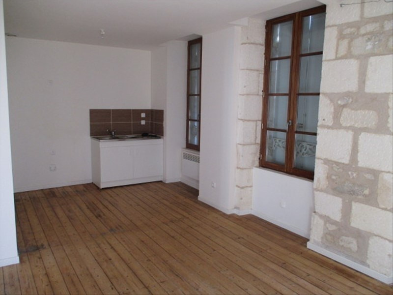 Rental apartment St jean d angely 480€ CC - Picture 2