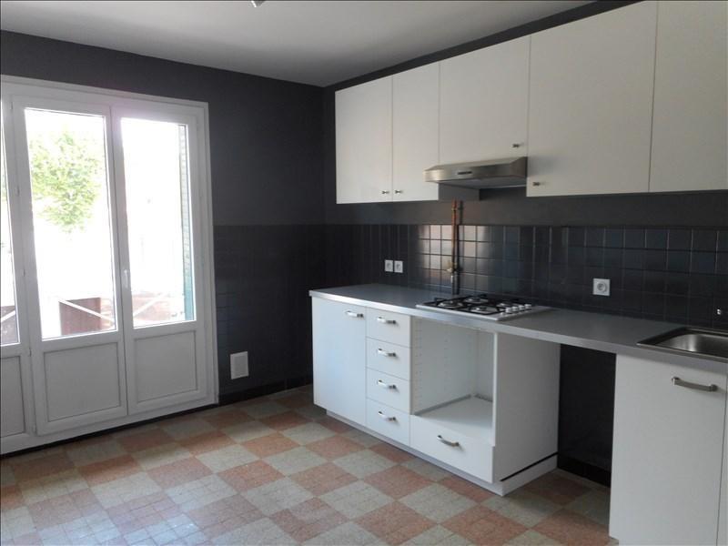 Rental apartment Voiron 560€ CC - Picture 1