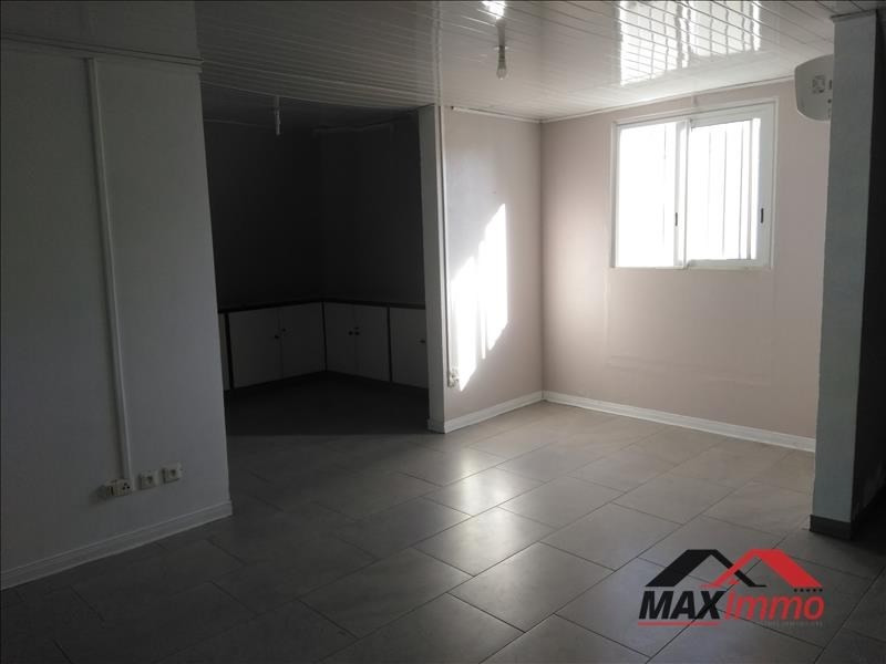 Location local commercial St denis 1382€ HT/HC - Photo 3