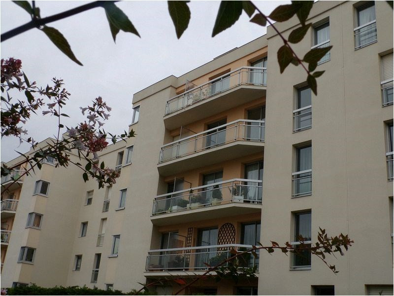 Sale apartment Montgeron 300 000€ - Picture 1