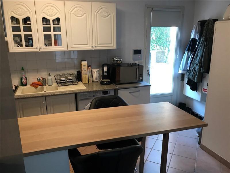 Location maison / villa Aix en provence 840€ CC - Photo 3
