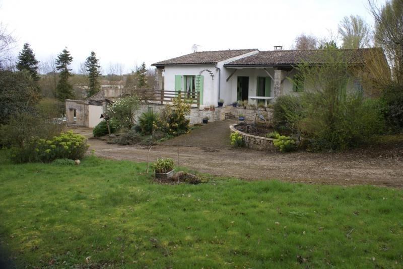 Sale house / villa Chef boutonne 210000€ - Picture 2