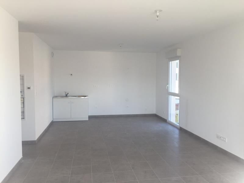 Location appartement Les pennes mirabeau 935€ CC - Photo 1