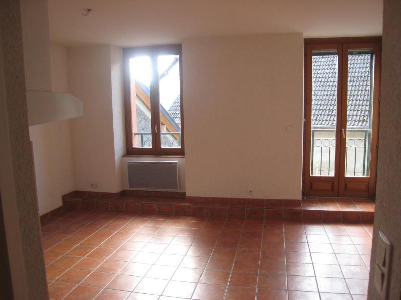 Location appartement Cornier 590€ CC - Photo 1