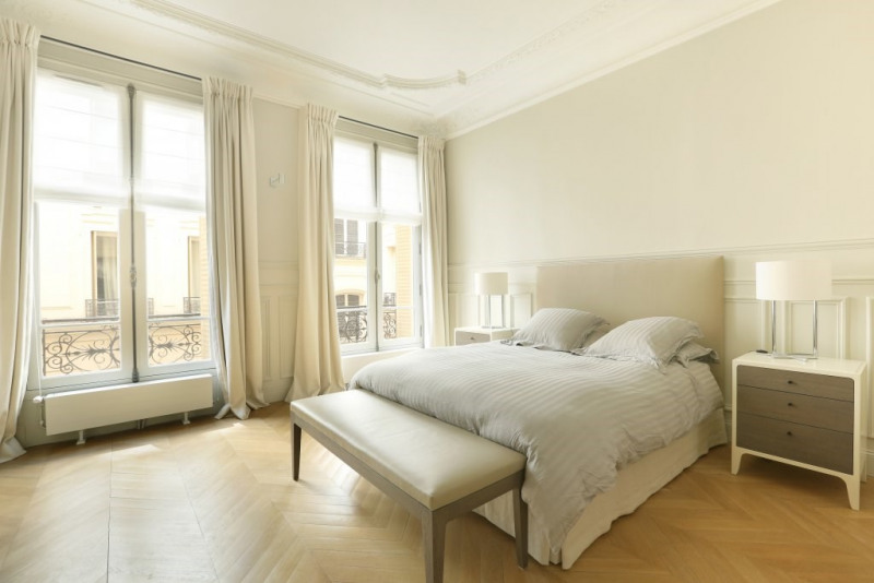 Location appartement Paris 7ème 9 800€ CC - Photo 8
