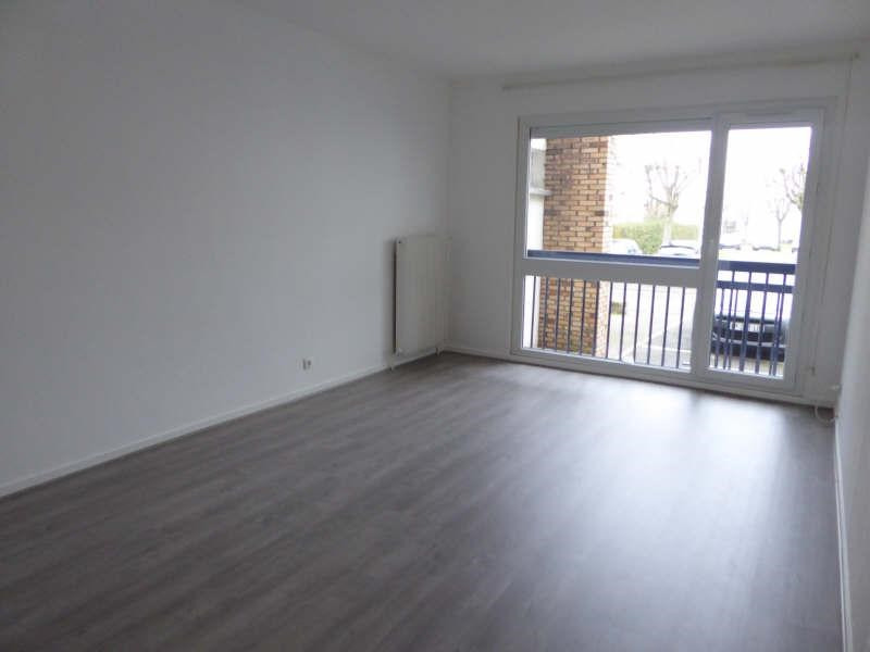Rental apartment Maurepas 755€ CC - Picture 1