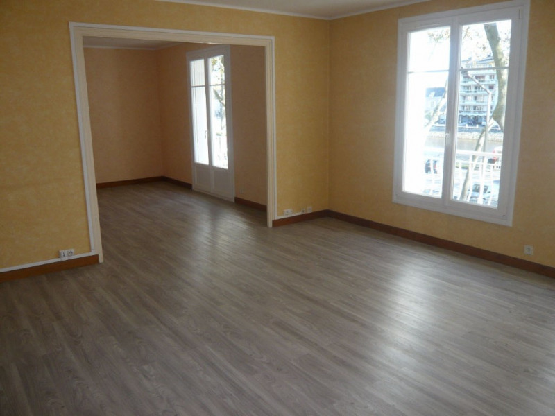 Rental apartment Laval 590€ CC - Picture 1