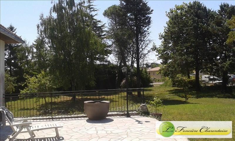 Vente de prestige maison / villa Aigre 425000€ - Photo 4