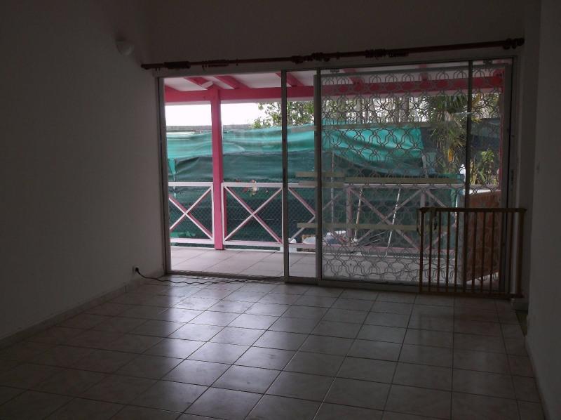 Rental apartment Le gosier 750€ CC - Picture 2