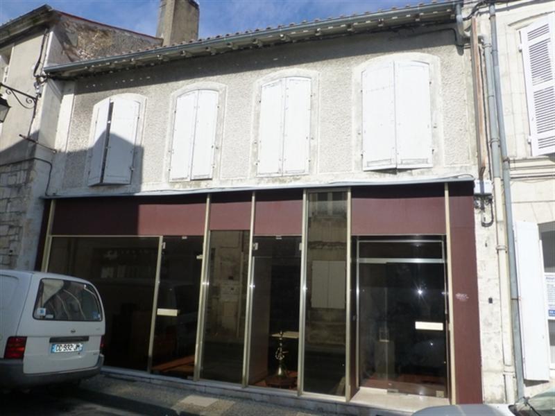 Sale building Saint-jean-d'angély 122000€ - Picture 1