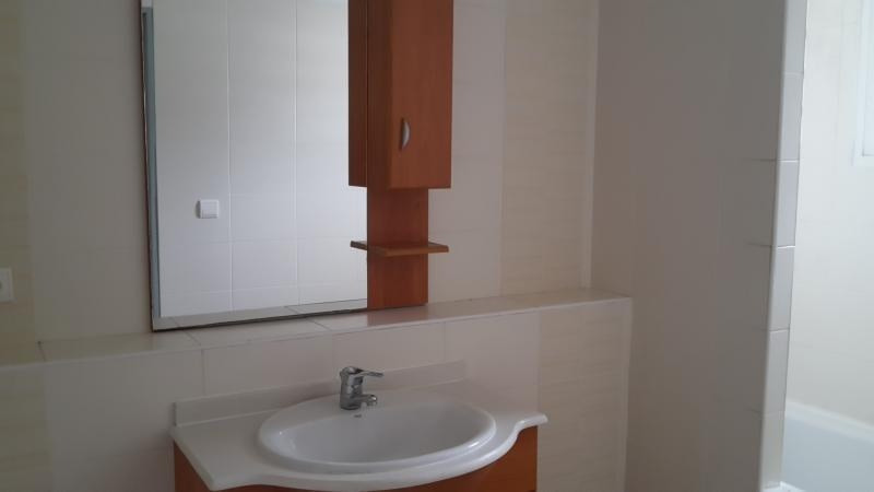 Location appartement Ste clotilde 850€ CC - Photo 3