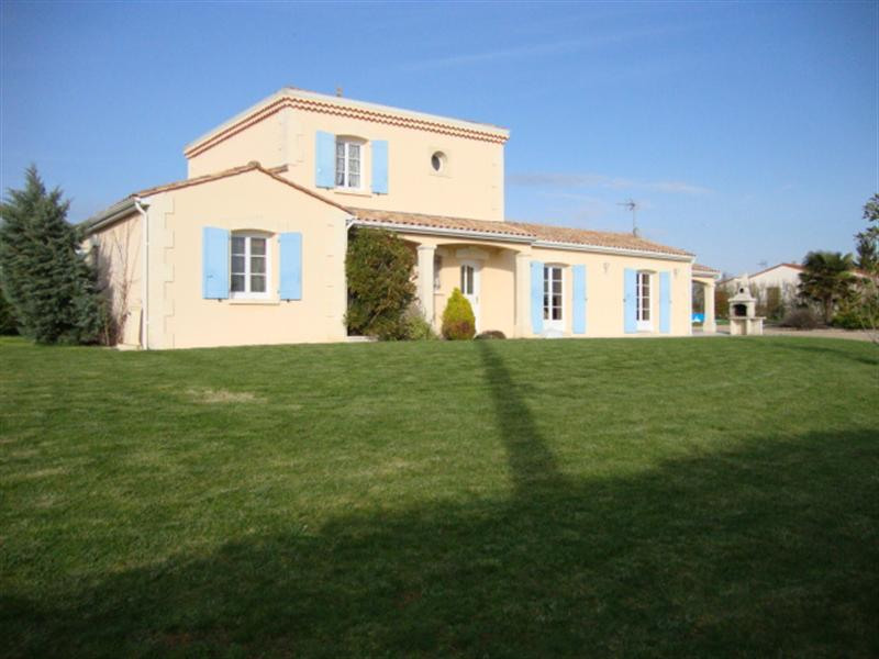 Sale house / villa Loulay 274 300€ - Picture 2