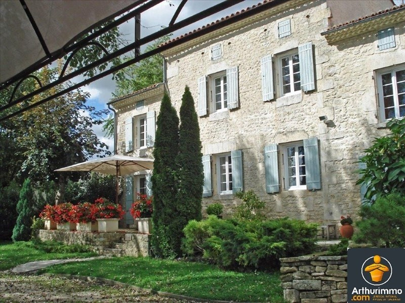 Sale house / villa St jean d angely 305950€ - Picture 1