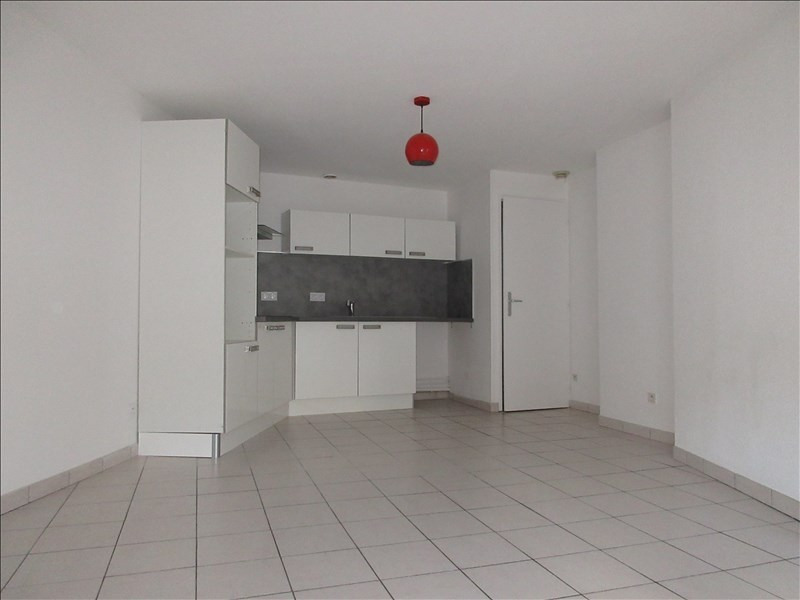 Rental apartment Voiron 798€ CC - Picture 2