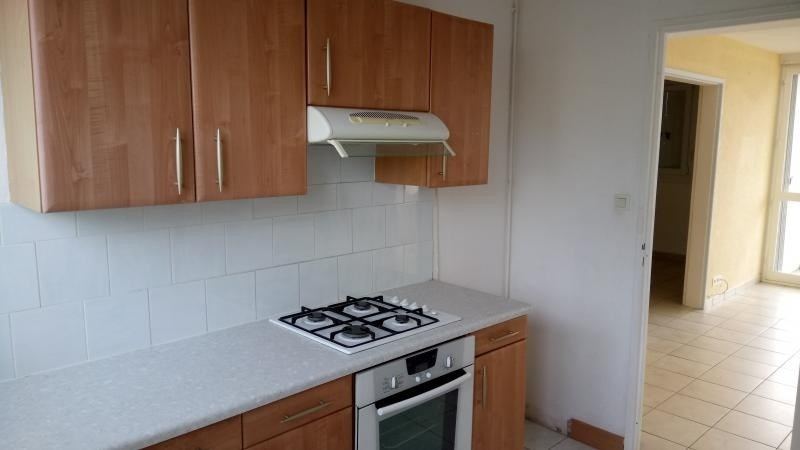Sale apartment Cholet 65 300€ - Picture 3