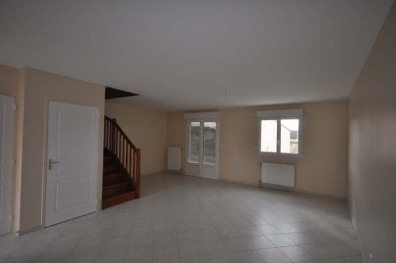 Location maison / villa Villefargeau 723€ CC - Photo 2