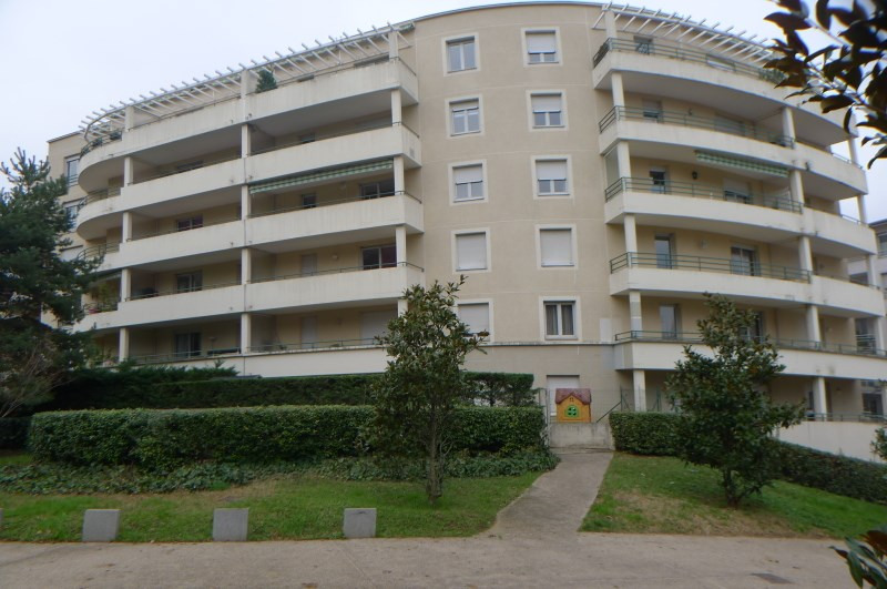 Location appartement Oullins 715€ CC - Photo 1