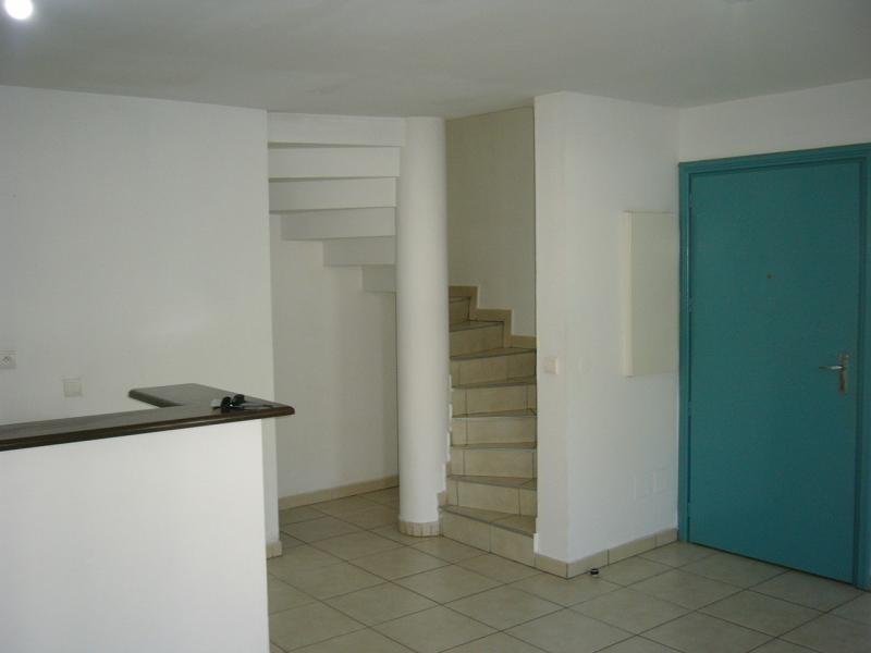 Rental apartment St denis 721€ CC - Picture 6