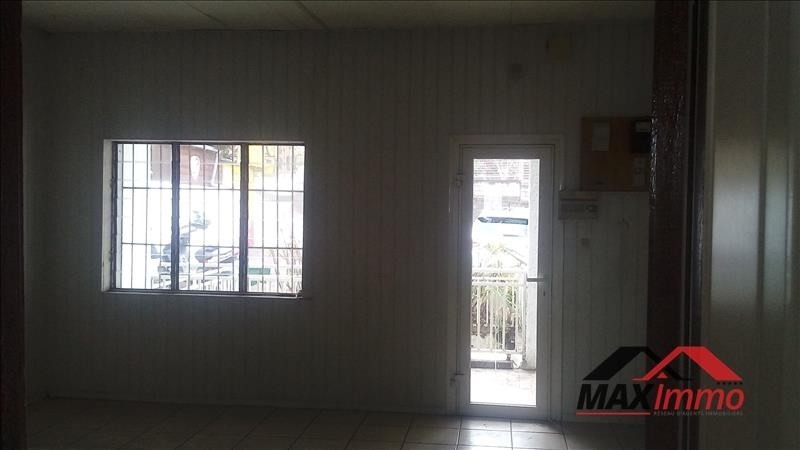Location local commercial Le tampon 1050€ HT/HC - Photo 1
