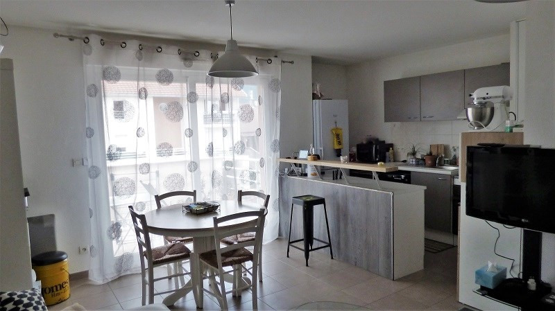 Rental apartment St genis pouilly 923€ CC - Picture 2