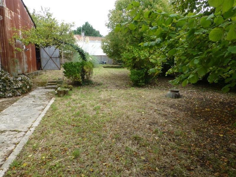 Sale house / villa Saint-jean-d'angély 75000€ - Picture 5