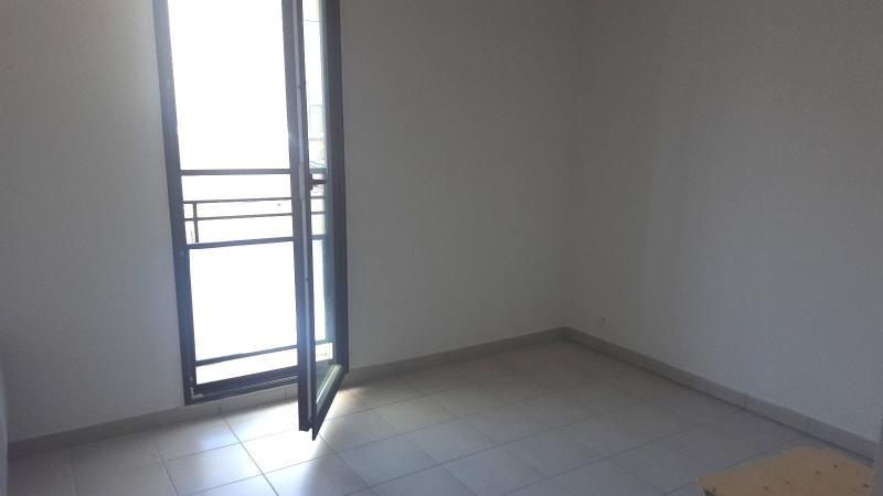 Location appartement Trets 831€ CC - Photo 3