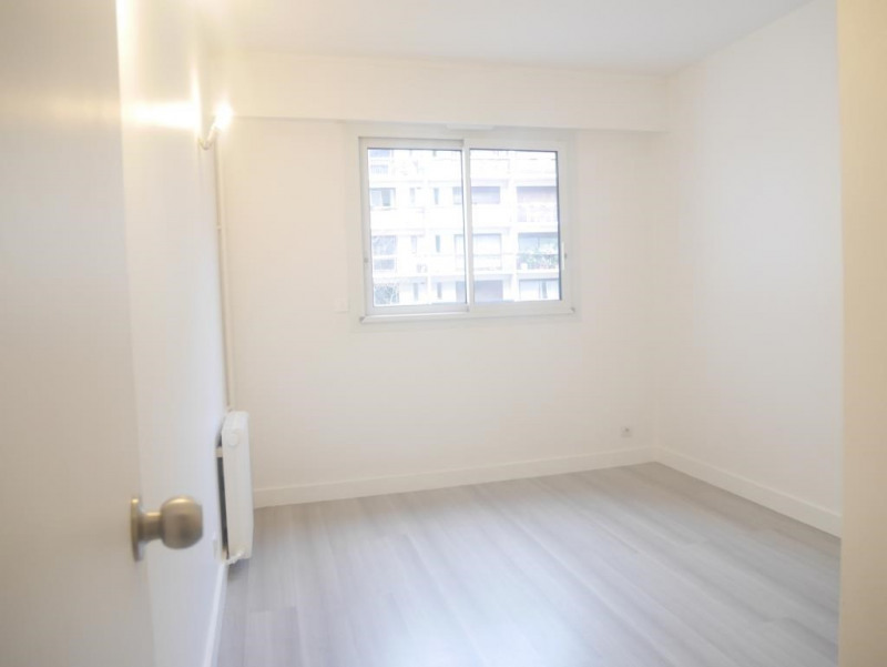 Location appartement Paris 17ème 2 364€ CC - Photo 6