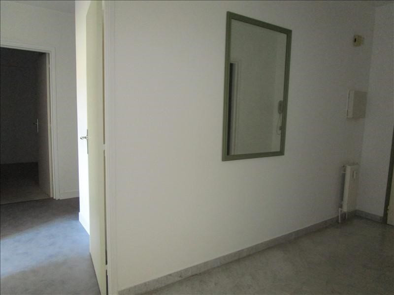 Rental apartment Quartier revolution 830€ CC - Picture 4