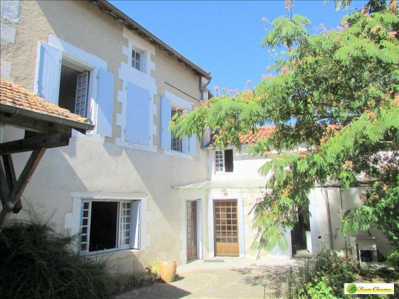 Sale house / villa Aigre 148000€ - Picture 1