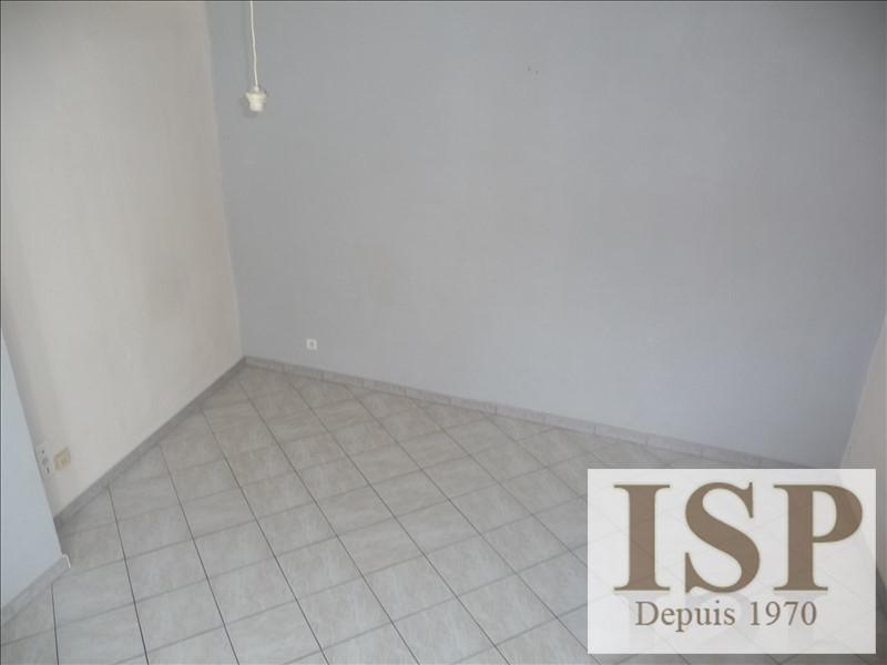 Rental apartment Les milles 650€ CC - Picture 3