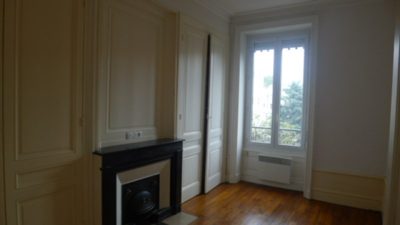 Location appartement Oullins 606€ CC - Photo 3