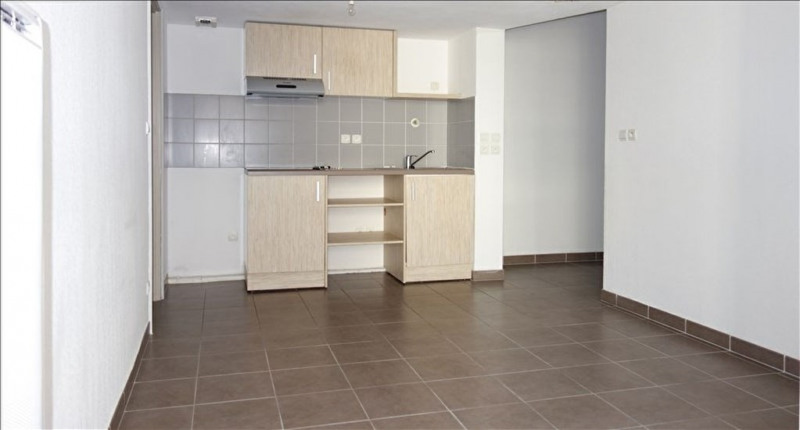 Location appartement Seyne sur mer 716€ CC - Photo 3