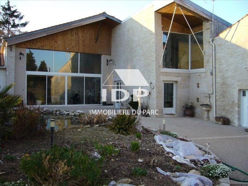 Sale house / villa Saint-hilaire-la-palud 390000€ - Picture 1