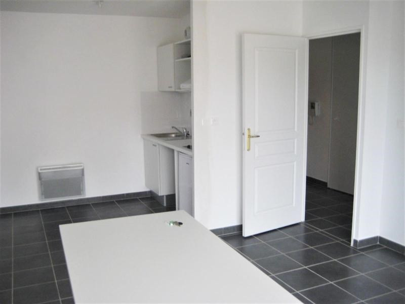 Location appartement Meyzieu 570€ CC - Photo 3