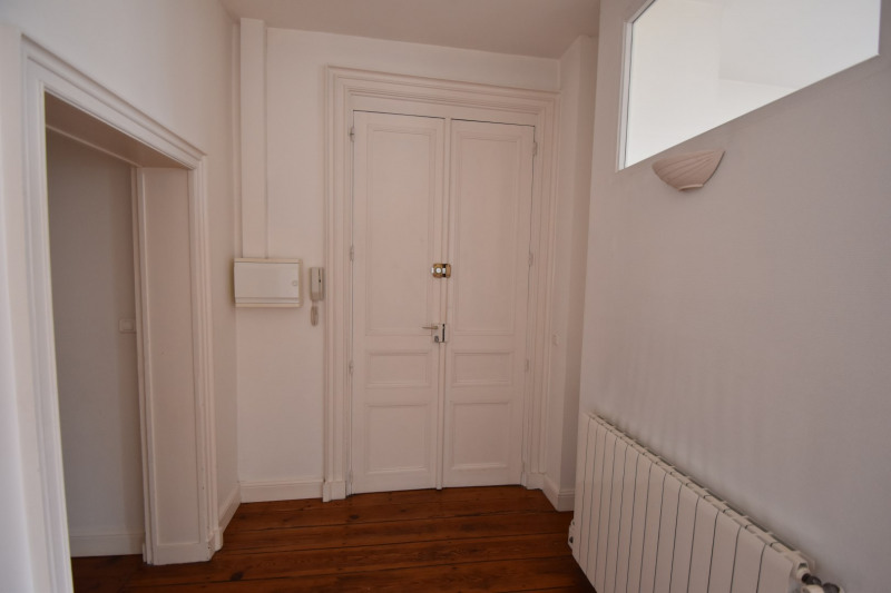 Rental apartment Saintes 606€ CC - Picture 2