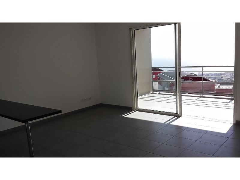 Location appartement St denis 795€ CC - Photo 1
