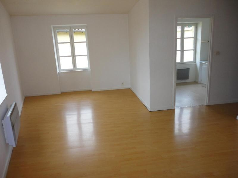 Location appartement Sain bel 536€ CC - Photo 1