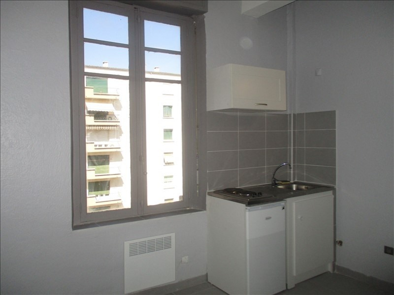 Rental apartment Nimes 350€ CC - Picture 1