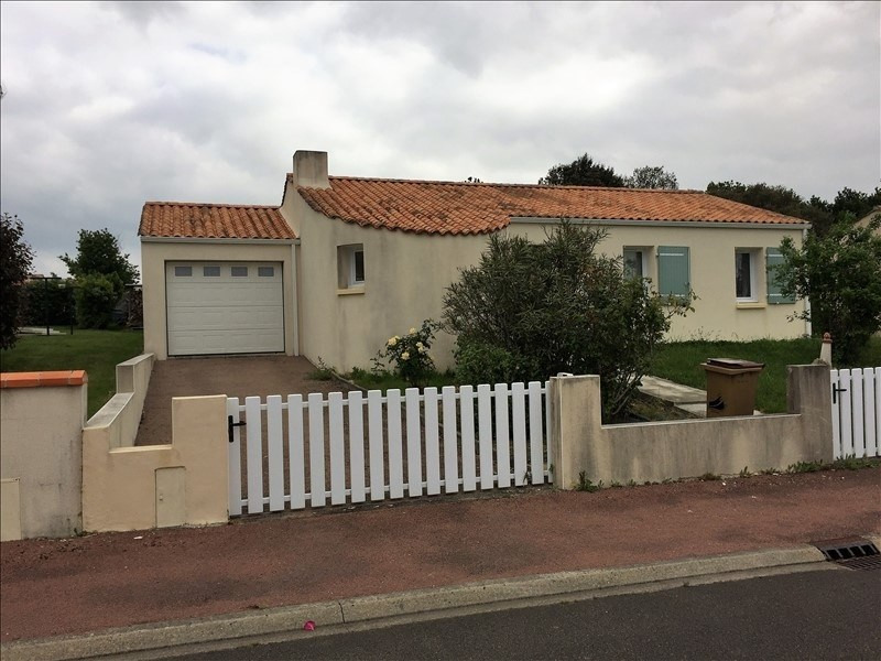 Sale house / villa Avrille 176 800€ - Picture 1