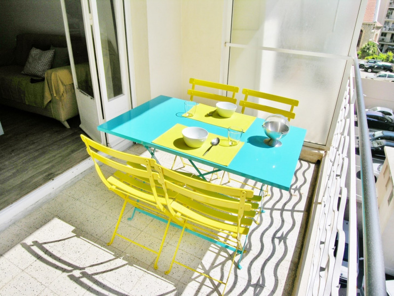 Location vacances appartement Antibes 430€ - Photo 7